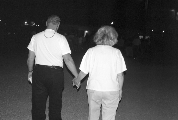 couple-bw-hands